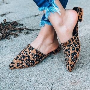 Shoes - 5⭐️LEOPARD STUDDED MULES SHOES
